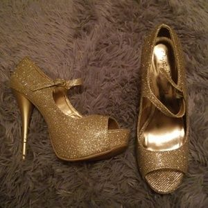 online retailer ae483 ef931 Shoes - Sparkly heels